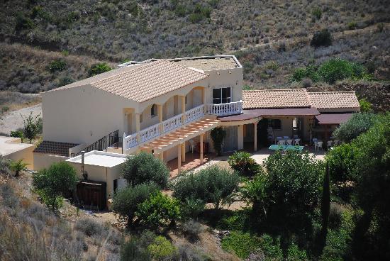 casa las yeseras from hill