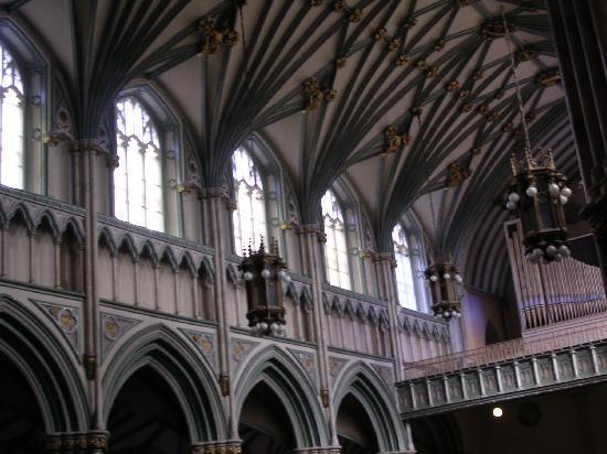 St. Dunstan's Basilica: arches
