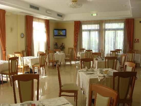 Albatres Palace Hotel: sala colazione