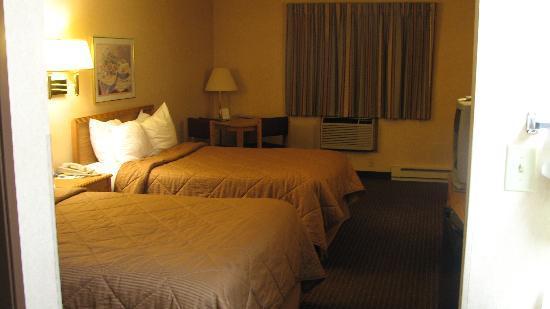 Baymont Inn & Suites Marinette: Zimmer