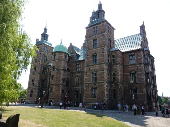 Rosenborg Slot: external view - sideways
