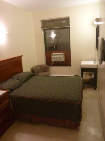 Americana Inn: Our room