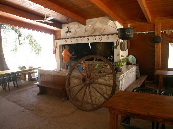 Agriturismo Osteria Pane e vino: Un angolo della sala esterna grande