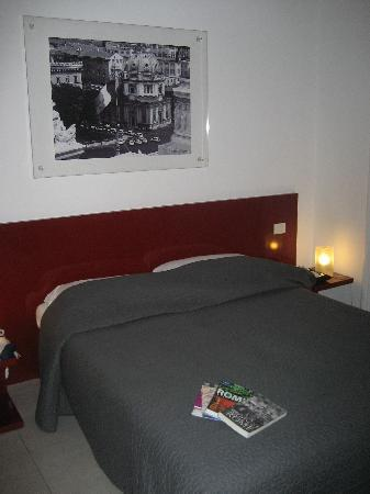 Bed & Breakfast Enjoy Rome: stylish and restful room
