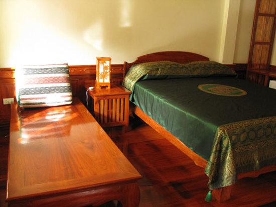 Villa Chitdara 2 Guesthouse : Chambre avec vue sur le Mekong