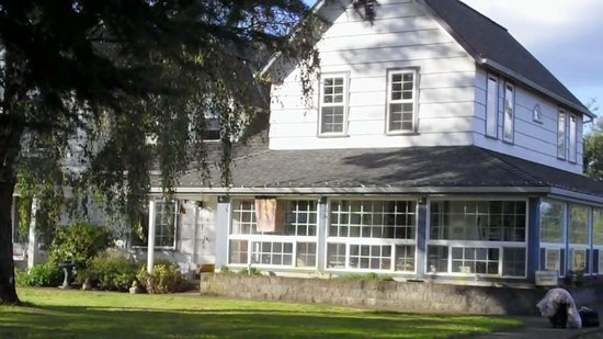 Scappoose Creek Inn: We stayed in this farmhouse.