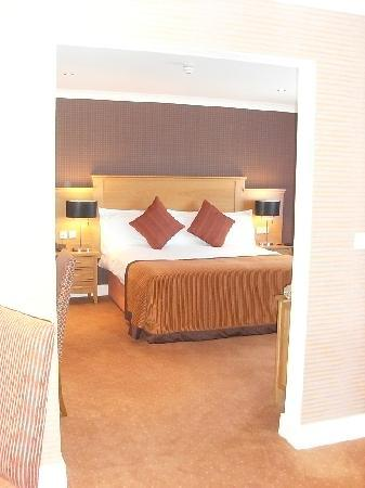 Corrs Corner Hotel: King Size Bed