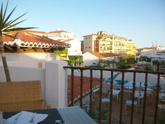 Tivoli Lagos Hotel: Terrasse du restaurant duTivoli Lagos avec vue sur la piscine