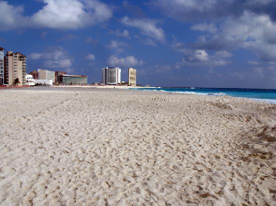 Girasol Condo Hotel : gorgeous beach