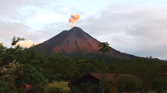 Hotel Campo Verde: Eruption at sunset from our patio
