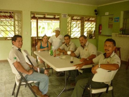 Canoa Aventura: Este es el grupo de empleados muy buenos todos Pablo, Don Milton Don Abelardo, Max Natalia y do;