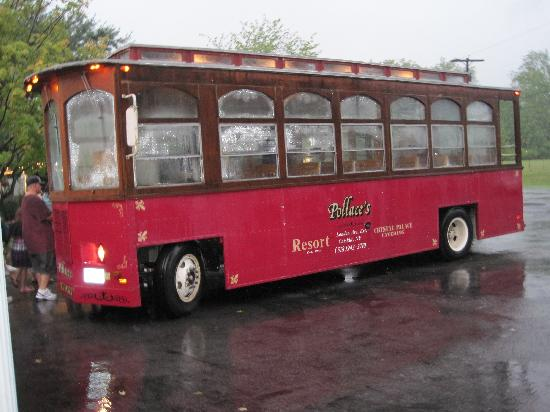 Pollace's Family Vacation Resort: Pollace's trolley takes you into town