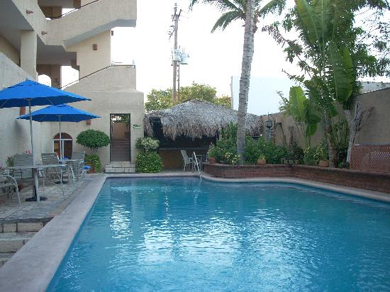 Las Gaviotas Resort: Our heated pool is protected from cool winter breezes.