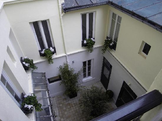 Hotel Chaplain : Courtyard view