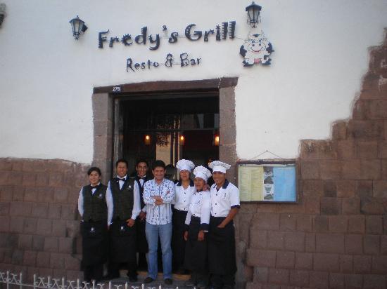 Fredy´s Grill Resto & Cafe : En la puerta de ingreso