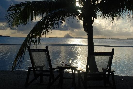 Vahine Island ile privée Resort & Spa : sunset from the island with BB in the distance
