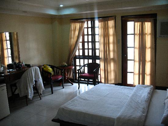 Boracay Peninsula Resort: The room