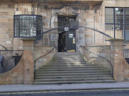 Glasgow, UK : これが玄関、どことなく親しみがありました。