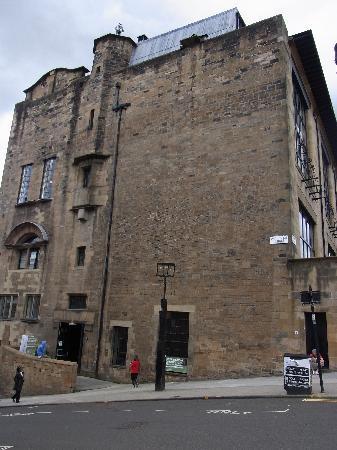 Glasgow, UK : 脇から見た芸術学校です。