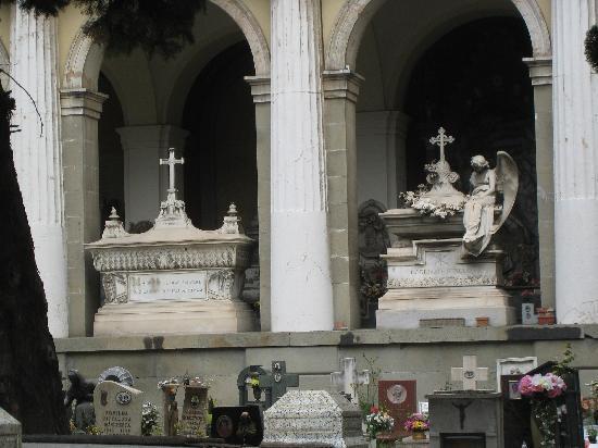 Cimitero Monumentale di Staglieno : Beautiful tombs