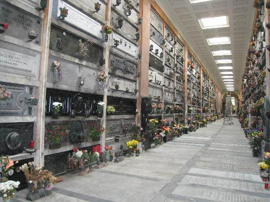 Cimitero Monumentale di Staglieno : Two story, as far as the eye can see tombs