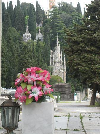 Cimitero Monumentale di Staglieno : Gothic spires
