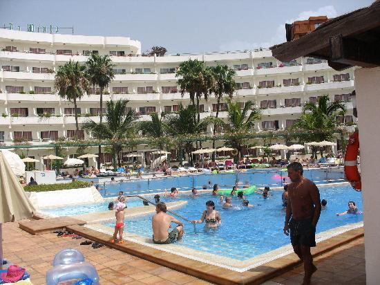 HOVIMA La Pinta : piscina para niños y el hotel