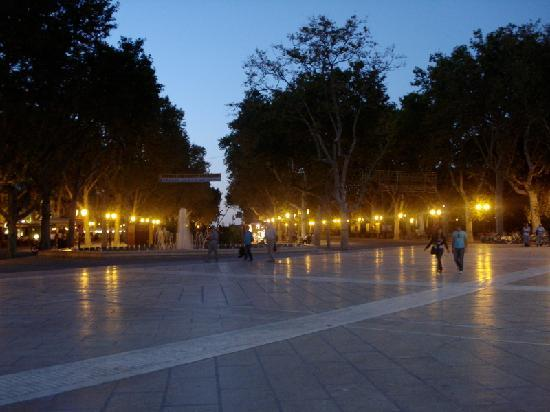 Montpellier, Francja: L'Esplanade de la Place de la Comédie by night