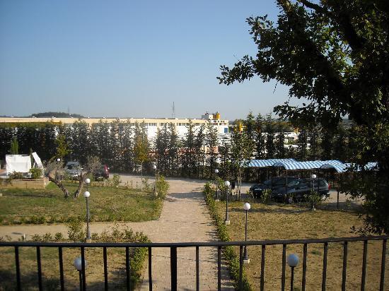 Residence Lady Village: vista dalla camera-industrie