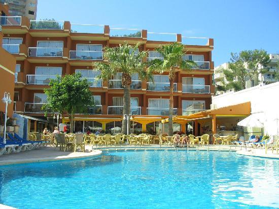 Paguera Beach Aparthotel: Pool area