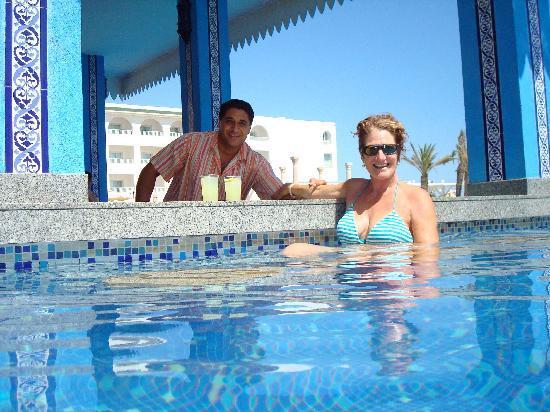 Concorde Hotel Marco Polo: le bar de la piscine