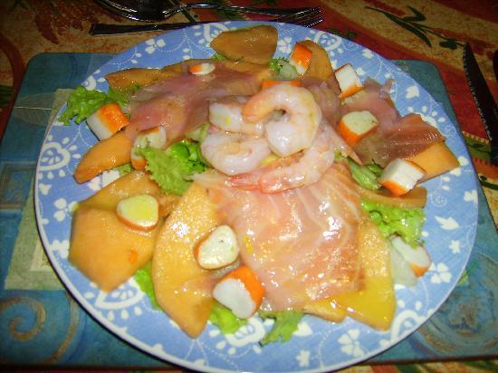 Au Coeur de Rennes: Insalata con salmone, melone e gamberi