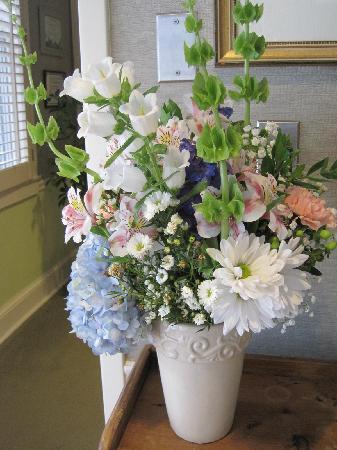 The Inn at Camden Place: Lovely fresh flowers