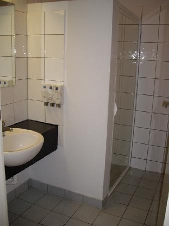 Comfort Inn Coach House: Bathroom