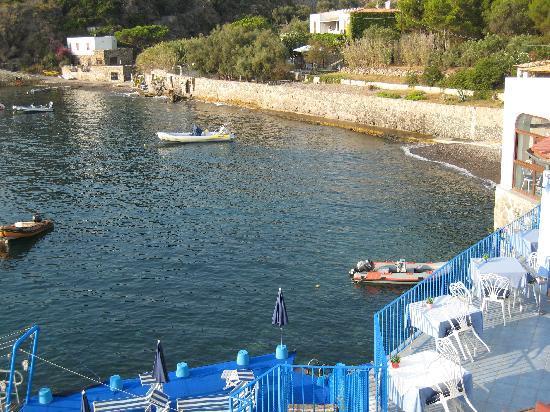 Hotel Rocce Azzurre & SPA: view from balcony towards a public beach beside