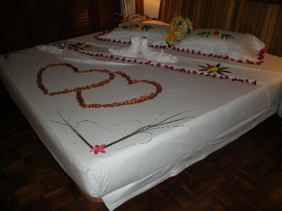 Reethi Beach Resort: Bed on wedding day