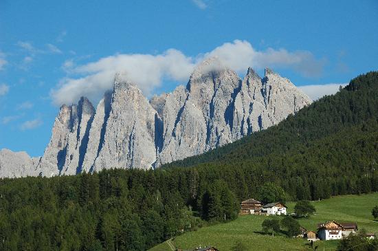 Villnoss, Italie : Gruppo delle Odle visto dall'albergo