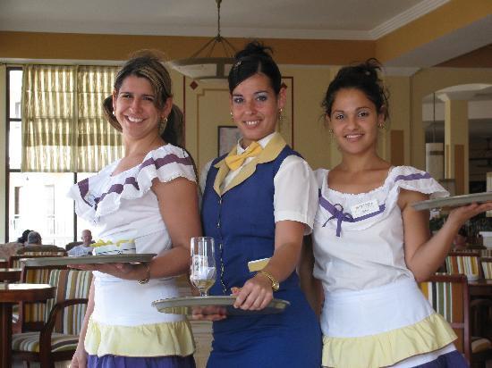 IBEROSTAR Laguna Azul: les gentilles serveuses du lobby