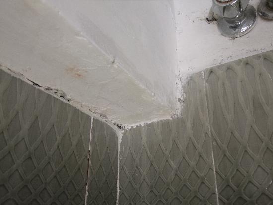 B&B Casa Michele: Badezimmer, oberhalb der Badewanne