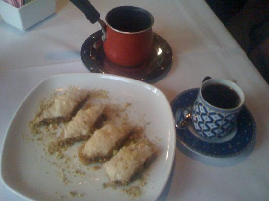 Leila Restaurant: Turkish coffee (for the strong hearted) and Baklawa