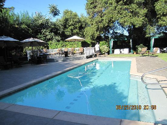 Honor Mansion, A Wine Country Resort: The pool area