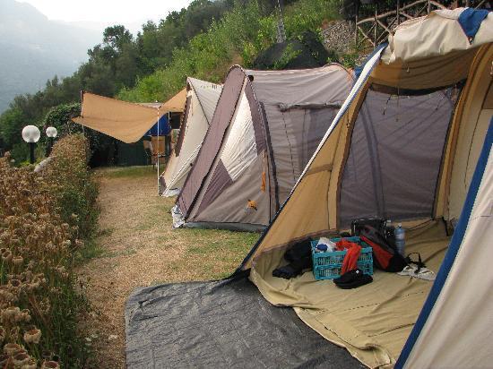 Agriturismo Il Campanile: Area per tende da campeggio con vista panoramica su Minori e la costiera