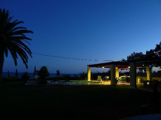 Alekata Villas: The pool and pool-terrace area at night