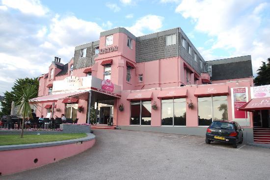 Hotel Kistor: The big pink hotel