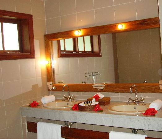 Hotel L'Archipel: View of bathroom