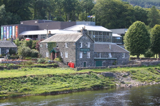 Pitlochry, UK: Theatre from across the river