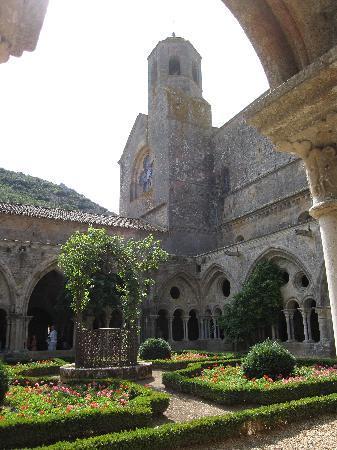 Port Minervois : abbaye de fondfroide