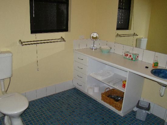 Milton Country Cottages: Bathroom