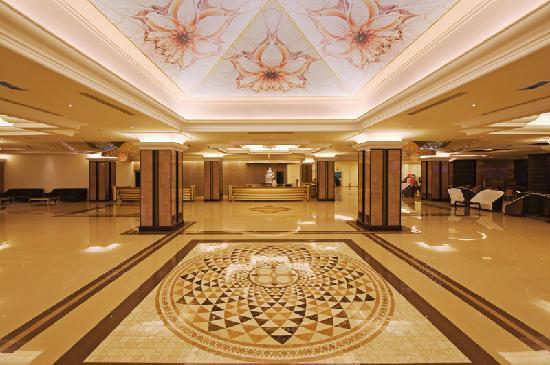 La Marquise Luxury Resort Complex: Hotel Lobby