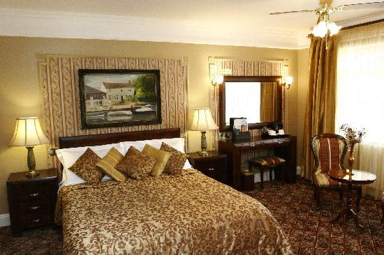 Riverside Inn: Room 2